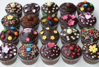 chocolate fudge muffins - Chocolate fudge cake muffins with rich dark chocolate ganache topping